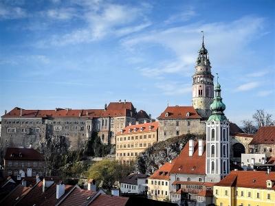 Wycieczka czeskie browary i widok na zamek z wieżą w Czeskim Krumlovie