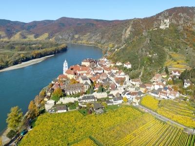 Wycieczka na wino; widok na Durnstein w Dolinie Wachau