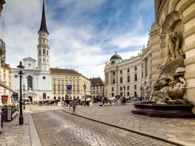 Wycieczka na piwo do Austrii, zabytkowy kościół w centrum Wiednia