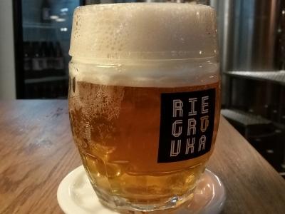 Wyjazd firmowy na piwo do Czech, kufel piwa w browarze restauracyjnym