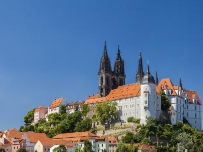 Wyjazd winiarski do Niemiec do Saksonii. Widok na zamek na wzgórzu w Miśni