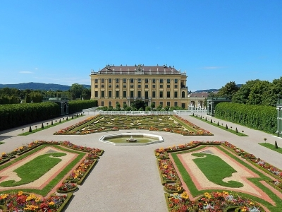 Wiedeń i Dolina Wachau - wycieczka. Widok na pałac Schoenbrunn i ogród