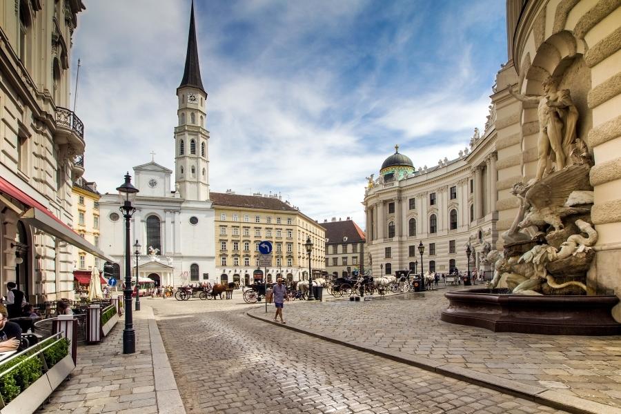 Wycieczka do Austrii. Widok na centrum Wiednia