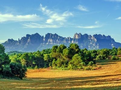 Wycieczka winiarska do Katalonii widok na Montserrat