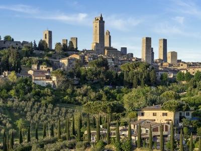 Wycieczka winiarska do Toskanii. Widok na San Gimignano