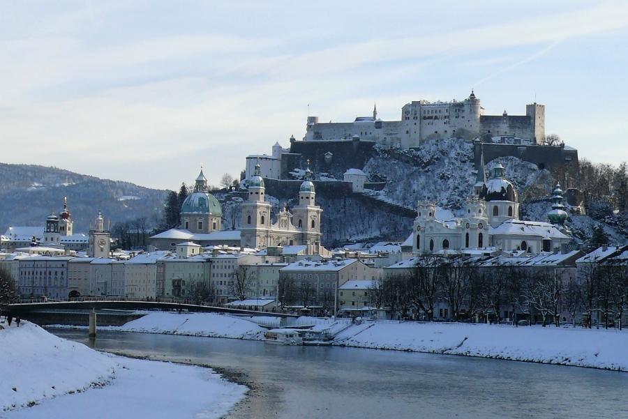 Wycieczki do Austrii - Salzburg zimą.