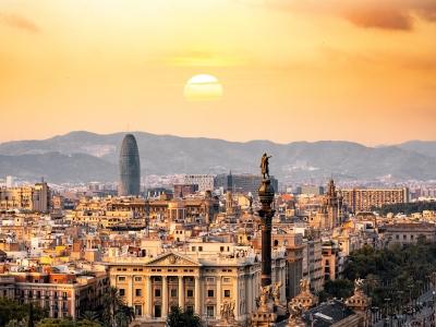 Wyjazd integracyjny do Hiszpanii. Zachód słońca w Barcelonie