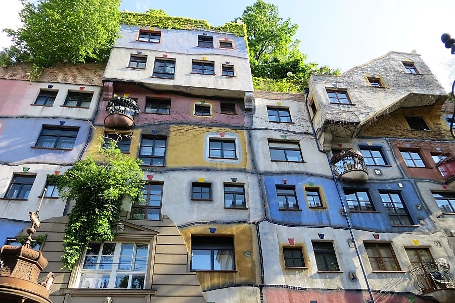 Kolorowy dom Hunderwassera w Wiedniu