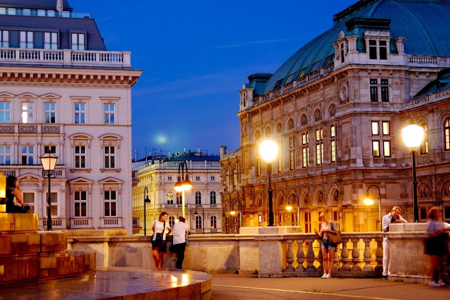 Wycieczka do Wiednia. Miasto nocą.