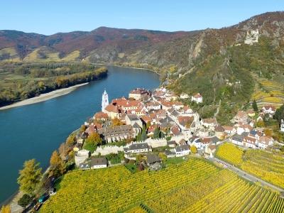 Wycieczka Dolina Wachau i Czeski Krumlov. Widok na Durnstein w Dolinie Wachau