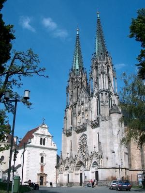 Wycieczka Morawski Kras i Ołomuniec. Widok na katedrę w Ołomuńcu