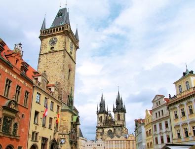 Praga - wycieczka dla grup. Widok na ratusz staromiejski
