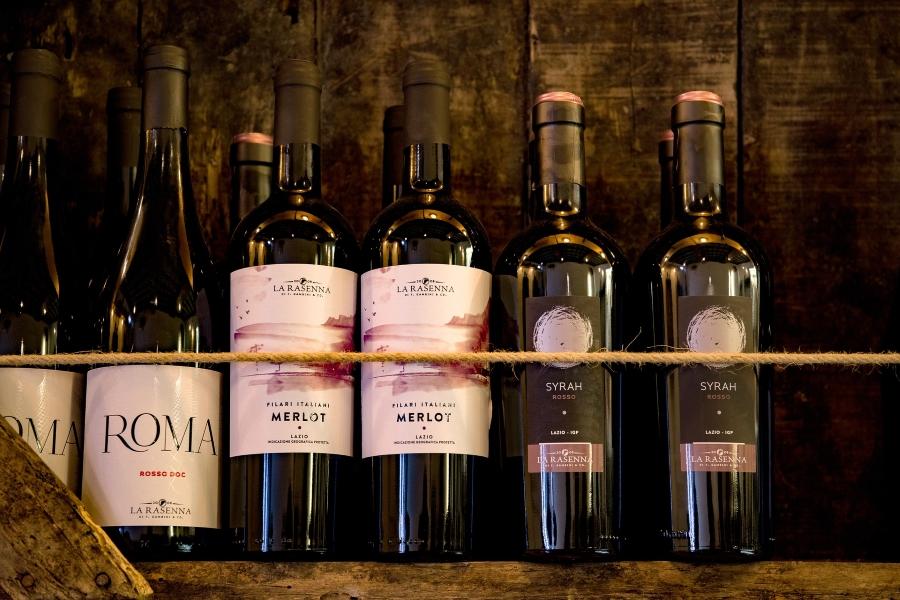 Wycieczki do Włoch z kieliszkiem wina