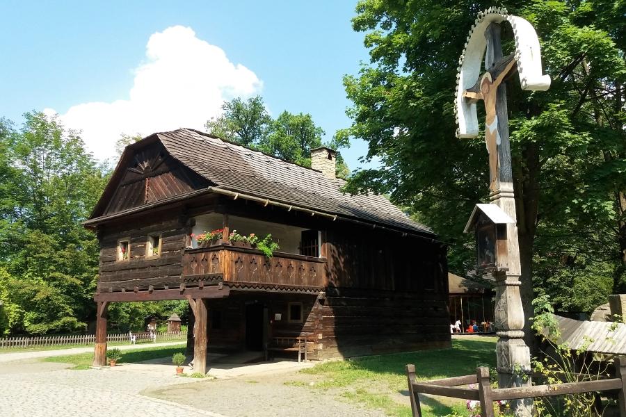 Dreniany budynek w skansenie w Rożnovie pod Radhoszczem