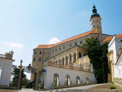 Wycieczka szlakiem piwa do Czech - widok na zamek w Mikulovie.