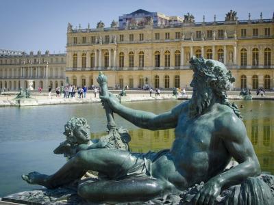 Wycieczka do Paryża i Wersalu. Widok na pałac w Wersalu.