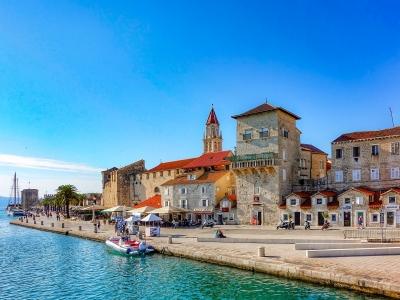 Widok na starą część miasta Trogir. Wycieczka do Splitu i Dalmacji