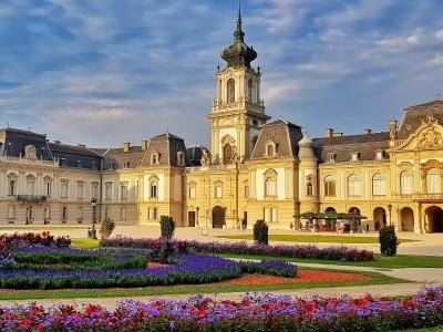Fragment pałacu w Keszthely. Wycieczka na Węgry nad Balaton.